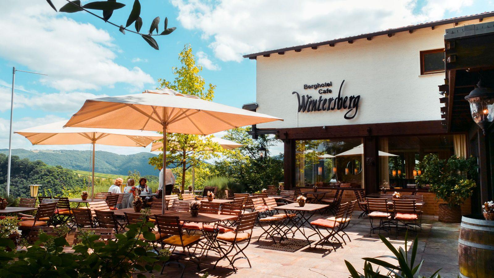 Ein ruhiges Hotel, Restaurant und Café direkt über der Lahn_Berghotel_Wintersberg